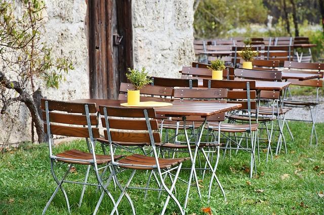 beer-garden-2928376_640